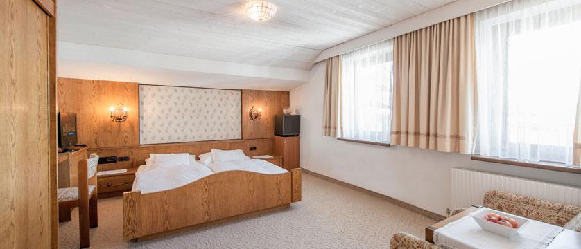 austria_obergurgl_hotel-alpina-sonnberg_bedroom3.jpg